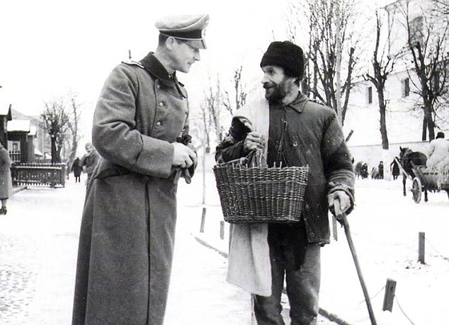Wilm Hosenfeld, Wegrow, February 1940, with a Jew who worked for the army